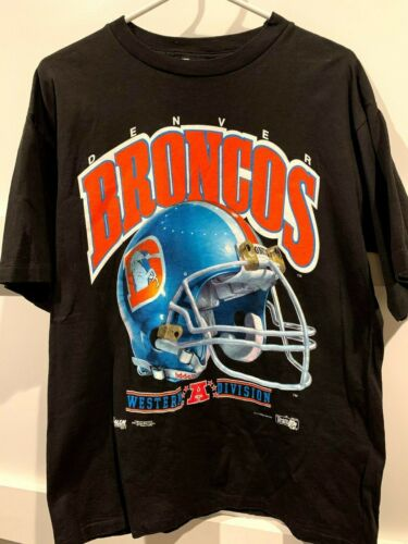 1990s Notre Dame Fighting Irish football team t-shirt size XL 25x29 black cotton single stitch made in USA Salem Sportswear