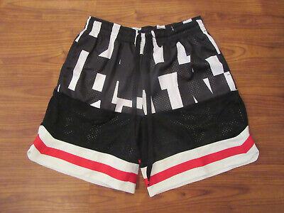 AR1841-100 NWT $65 Nike NSW Mens Air Mesh Shorts sz L LARGE Black//White