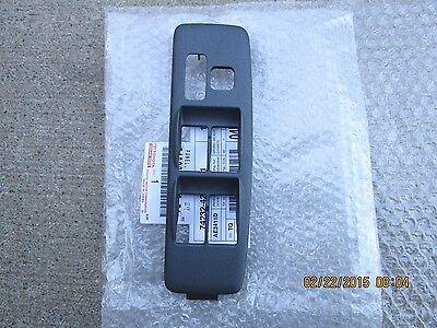 01-05 TOYOTA RAV4 PASSENGER SIDE POWER WINDOW SWITCH BEZEL TRIM BLACK OEM NEW