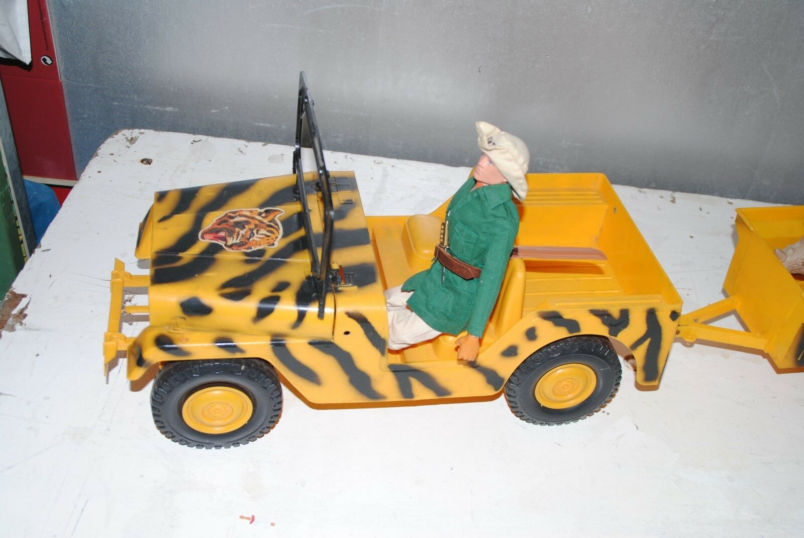 GI JOE ACTION MAN  MOLTO  VINTAGE    JUNGLE  JEEP + TRAILER   NICE PLAYSET