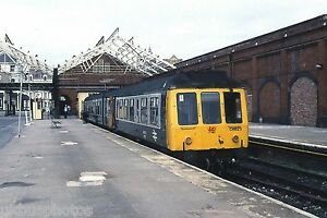 British-Rail-2-car-DMU-Llandudno-1990-Welsh-Rail-Photo
