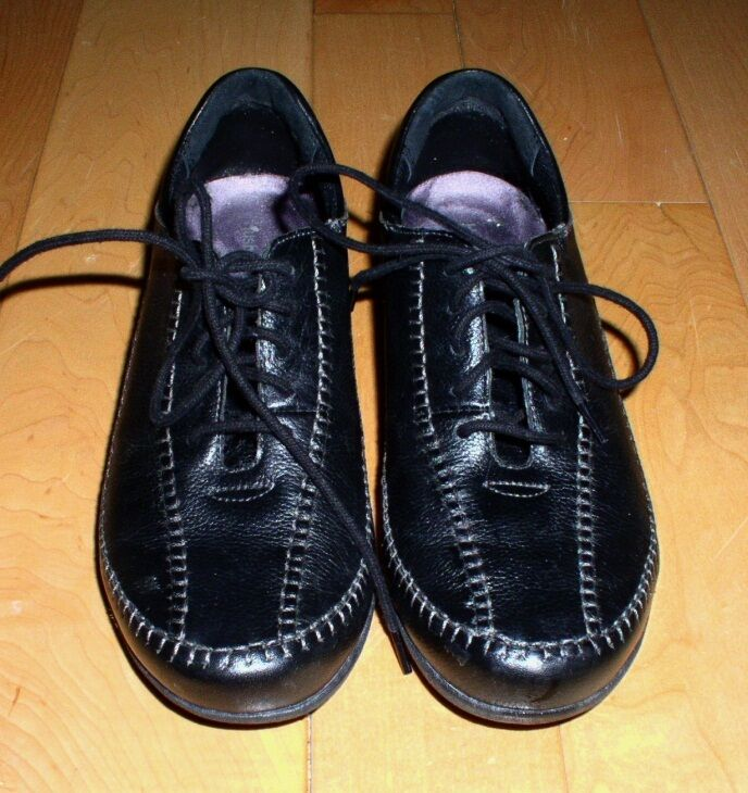 Hush Puppies Wms Black Leather shoes 6 - 6.5