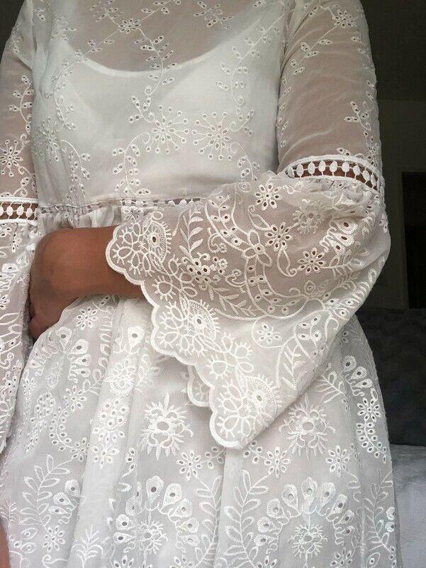 Zara Kleid Blogger Stickerei Gr.M  Volant Besteickt Hochzeit Ausverkauft