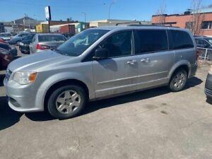 2012 Dodge Caravan AUT.  219 000 KM  PROPRE $ 3 750.  514-793-0833    5000 HOCHELAGA