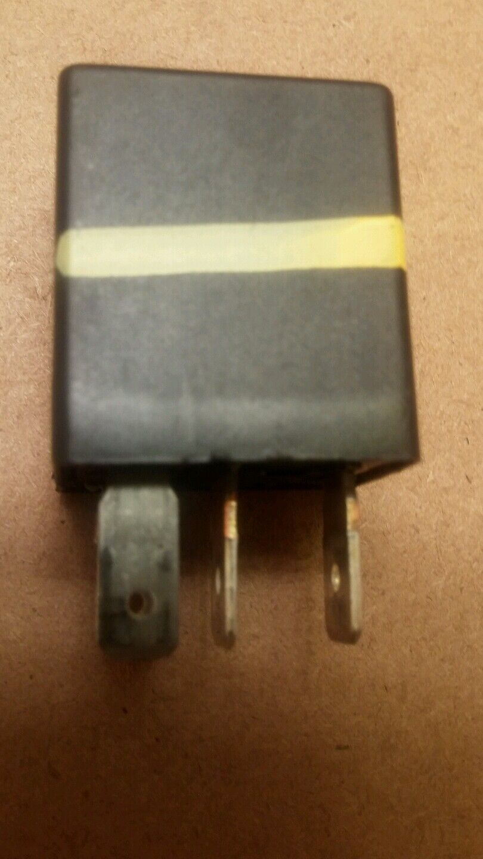 OEM EATX Shutdown Reley 1996-2000 Dodge Caravan 04608650 68832c Power Lock  Relay