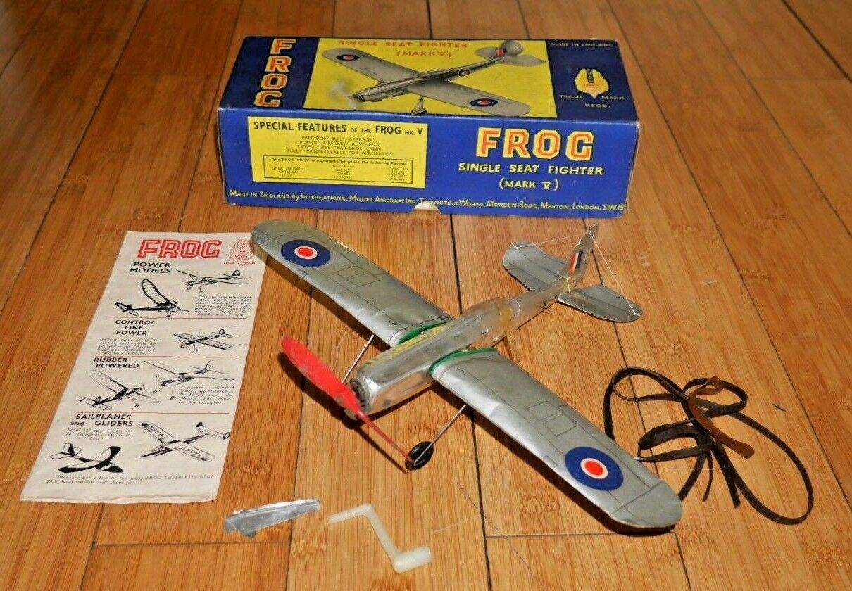 VINTAGE TRIANG FROG MARK V SINGLE SEAT FIGHTER PLANE MODEL AIRCRAFT BOXED C327