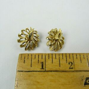 Vintage Trifari Clip On Leaf Earrings Vintage Designer Trifari Gold Tone Leaf Flower Earrings