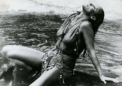 SEXY URSULA ANDRESS LA MONTAGNE DU DIEU CANNIBALE 1978 VINTAGE PHOTO ORIGINAL 3