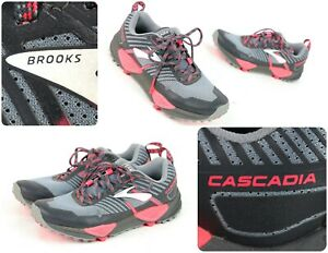 B) Trail Running Shoes Gray / Pink