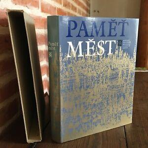 Pamet-Mest-Odeon-1975-Arquitectura-Impresion-de-Arte-En-Checa