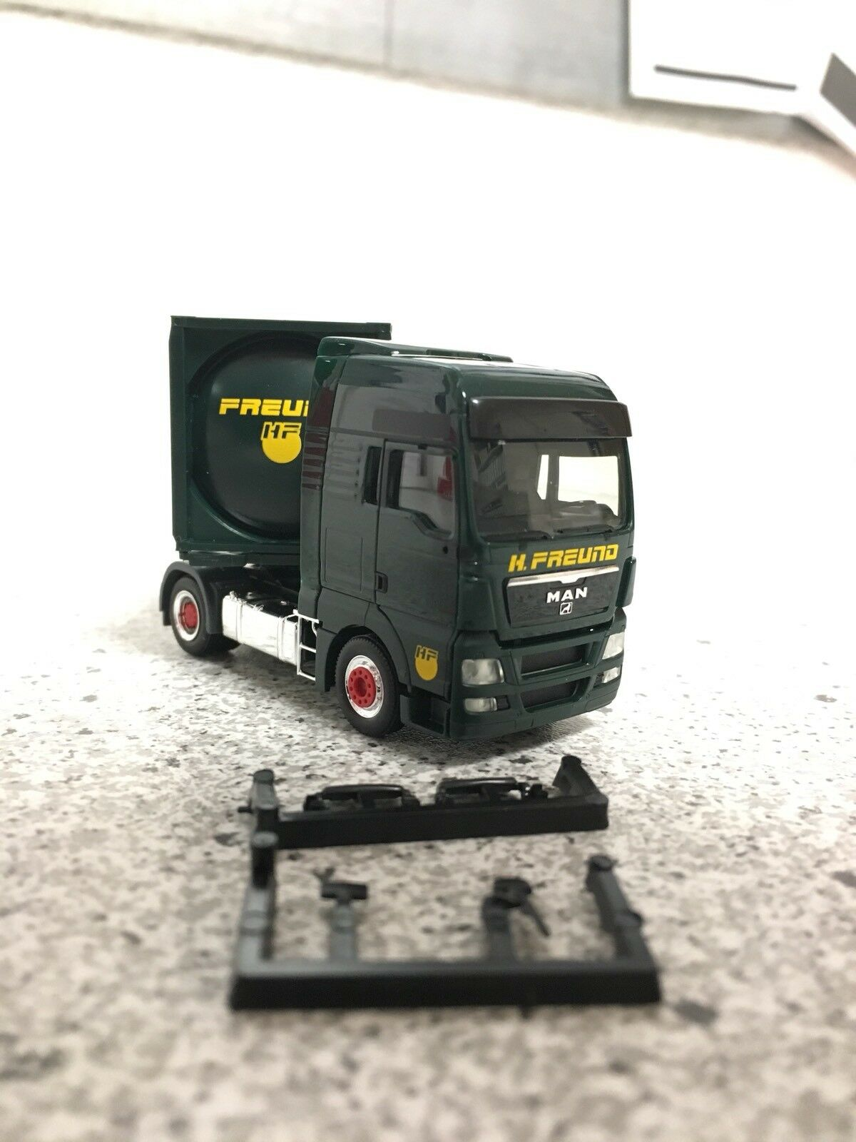 Herpa MAN TGX XXL Container Container Container Sattelzug, Spedition H. Freund cb1fa4