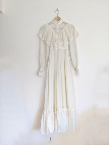 Gunne Sax Ivory Calico Dress  70s Garden Floral Jessica McClintock Dress  Tiny Lace Collar  Sweeping Tiered Maxi Dress
