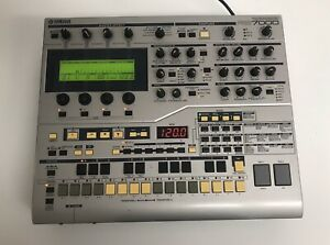 YAMAHA-RS7000-MIDI-Sequencer-Sampler-Synth-Groovebox