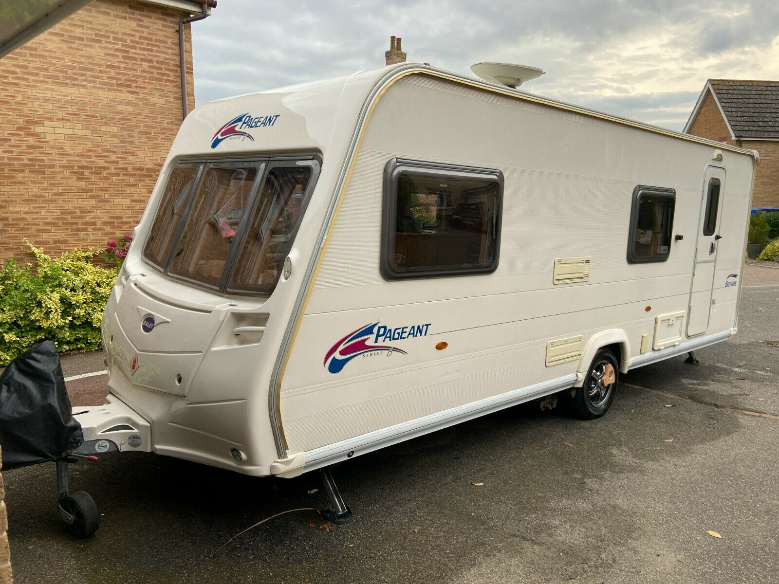 Bailey Pageant Bretagne 2008 6 Berth Caravan + mover. Full set up ready to go