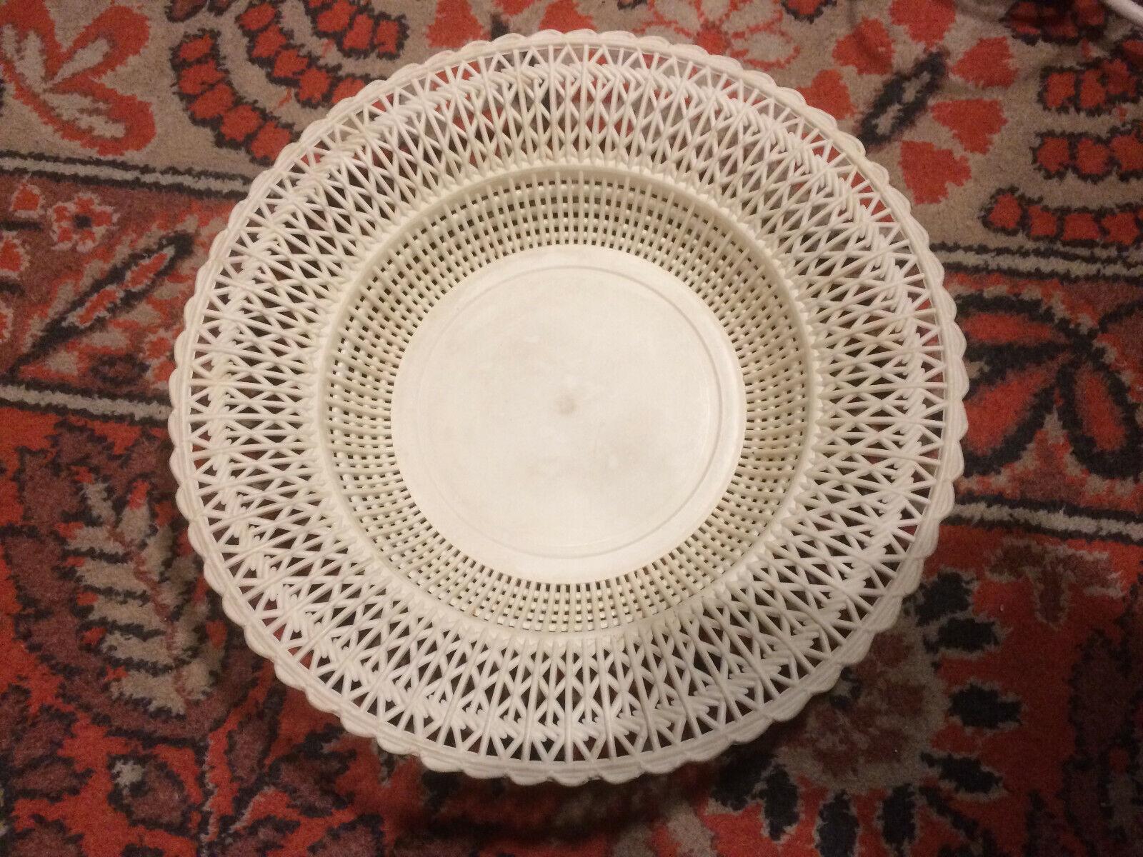 Soviet Plastic USSR Vintage Decorative Weiß Plate | Modern Und Elegant