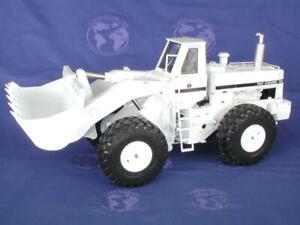 First-Gear-490108-IH-560-Wheel-Loader-Limited-Ed-300-White-Die-cast-1-50-MIB