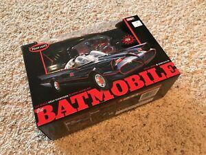 1966-Batmobile-Snap-Kit-1-25-scale-Polar-Lights-824-Pre-Painted-Body-amp-Figures