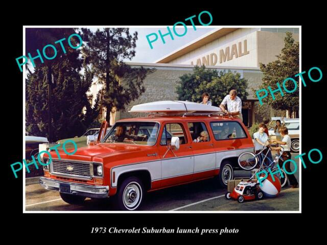 OLD LARGE HISTORIC PHOTO OF 1973 CHEVROLET SUBURBAN CAR LAUNCH PRESS PHOTO