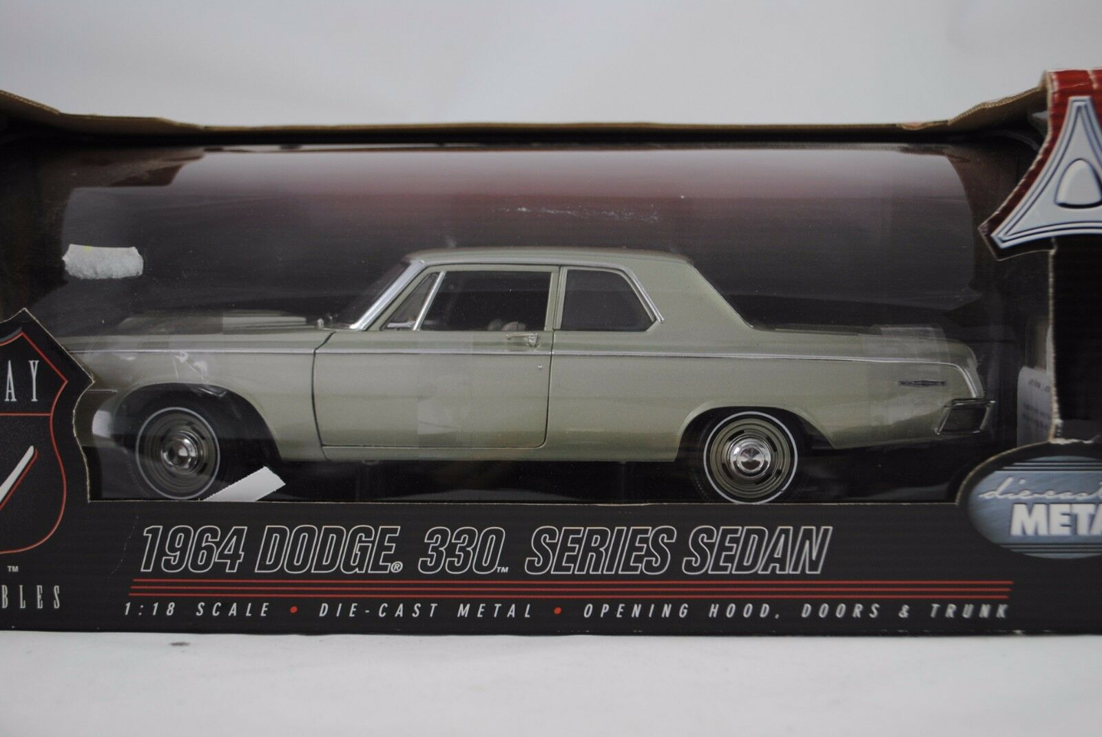 1:18 Highway 61  50048 - 1964 DODGE 330 series Sedan verde-Nuovo/ovp