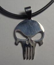 Collier tête de mort punisher en acier sur corde en silicone noire