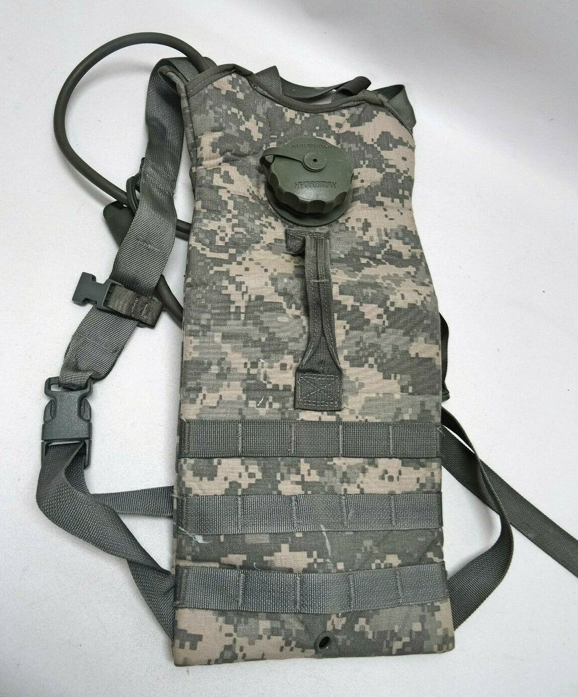 MOLLE II HYDRATION CARRIER WHYDRAMAX BLADDER  MILITARY ISSUECAMOUFLAGEEUC