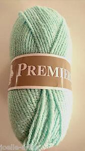 fabriqué en France 10 pelotes laine acrylique  couleur chair