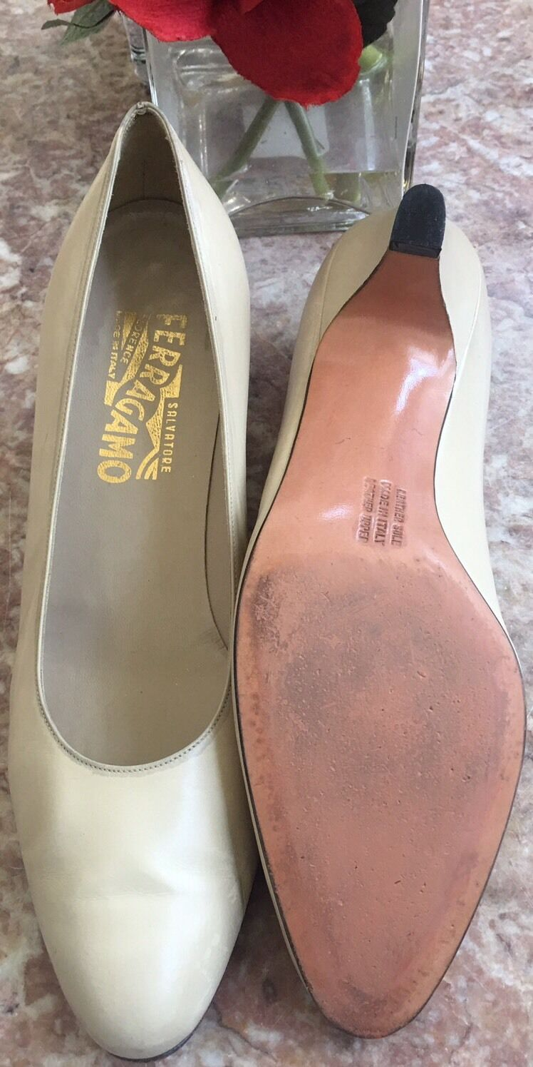 Salvatore Ferragamo Cream Leather Shoes Round Toe Heel Pump Shoes Leather Size 9.5AA 157deb