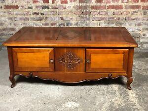 Table basse en merisier de style Louis XV avec plateaux jeux intégrés