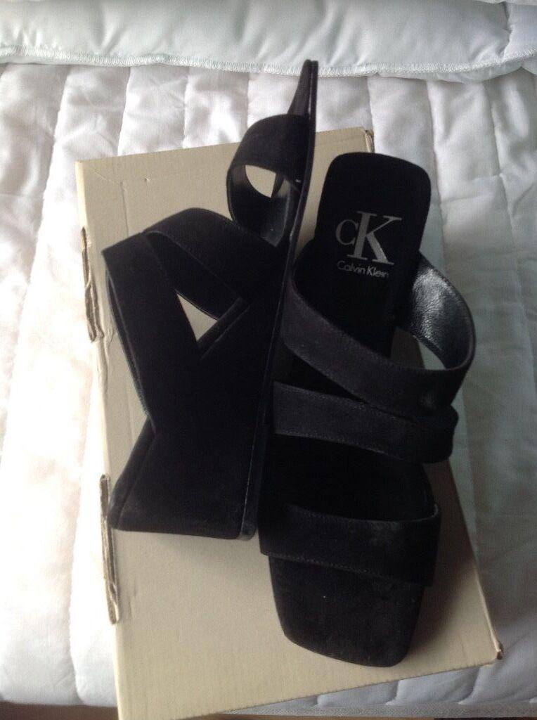 Brand new wedge Calvin Klein schwarz suede wedge new Sandales Größe 4 a41635