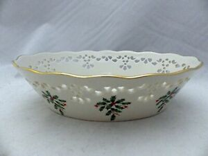 Lenox-Holiday-holly-amp-berries-articulated-pierced-Oval-Bowl-shiny-EUC