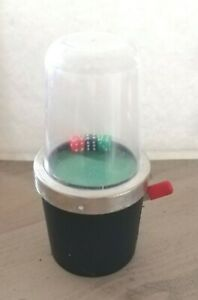 Mechanical-dice-popper-shaker-with-3-dice