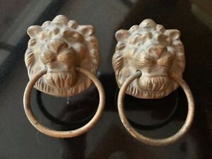 Pair-of-Vintage-decorative-Brass-Lion-knockers-or-towel-holders-cupboard-pulls