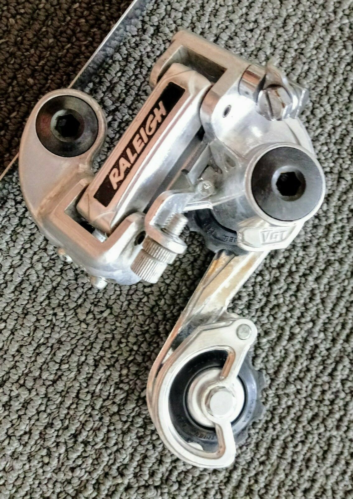 VINTAGE RALEIGH  SUNTOUR V-GT ALUMINUM ALLOY REAR DERAILLEUR EXCELLENT JAN. 1980  100% price guarantee