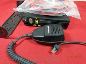 Motorola-CM200-UHF-Radio-438-470-MHz-40-Watts-4-Ch-AAM50RPC9AA1AN-FAST-SHIPPING