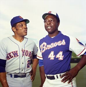 AA-538 HANK AARON AND WILLIE MAYS BASEBALL HALL OF FAMERS 8X10 SPORTS PHOTO