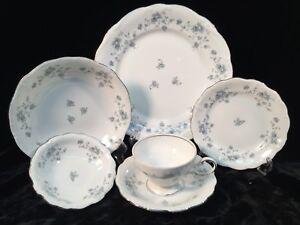Johann-Haviland-BLUE-GARLAND-26-Assorted-Pieces