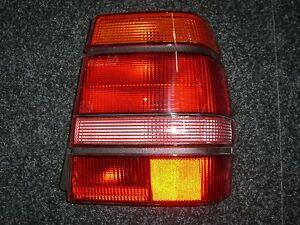 Rueckleuchte-Beifahrerseite-Tail-Light-right-Lancia-Thema-8-32-amp-3-Serie-82474238