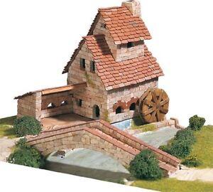 Aedes-1409-Maquette-Forge-avec-pont-Construction-en-brique