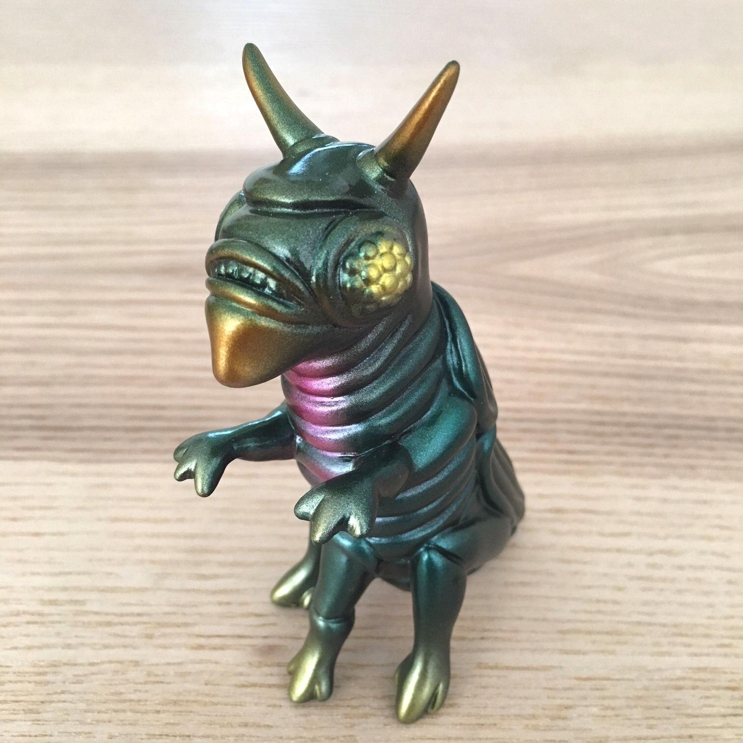 Paul Kaiju quateroid japonés Vinilo Figura de juguete a estrenar en bolsa