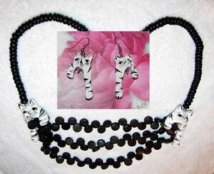 UNIQUE-VINTAGE-WOODEN-BEAD-NECKLACE-EARRINGS-CARVED-PAINTED-CATS-24-INCHES