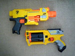 2-NERF-GUNS-NERF-BARRICADE-RV-10-amp-MAVERICK-REV-6-WITH-6-BULLETS