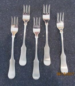 1707 Oxford Hall Fiddle Handle Stainless Flatware 5