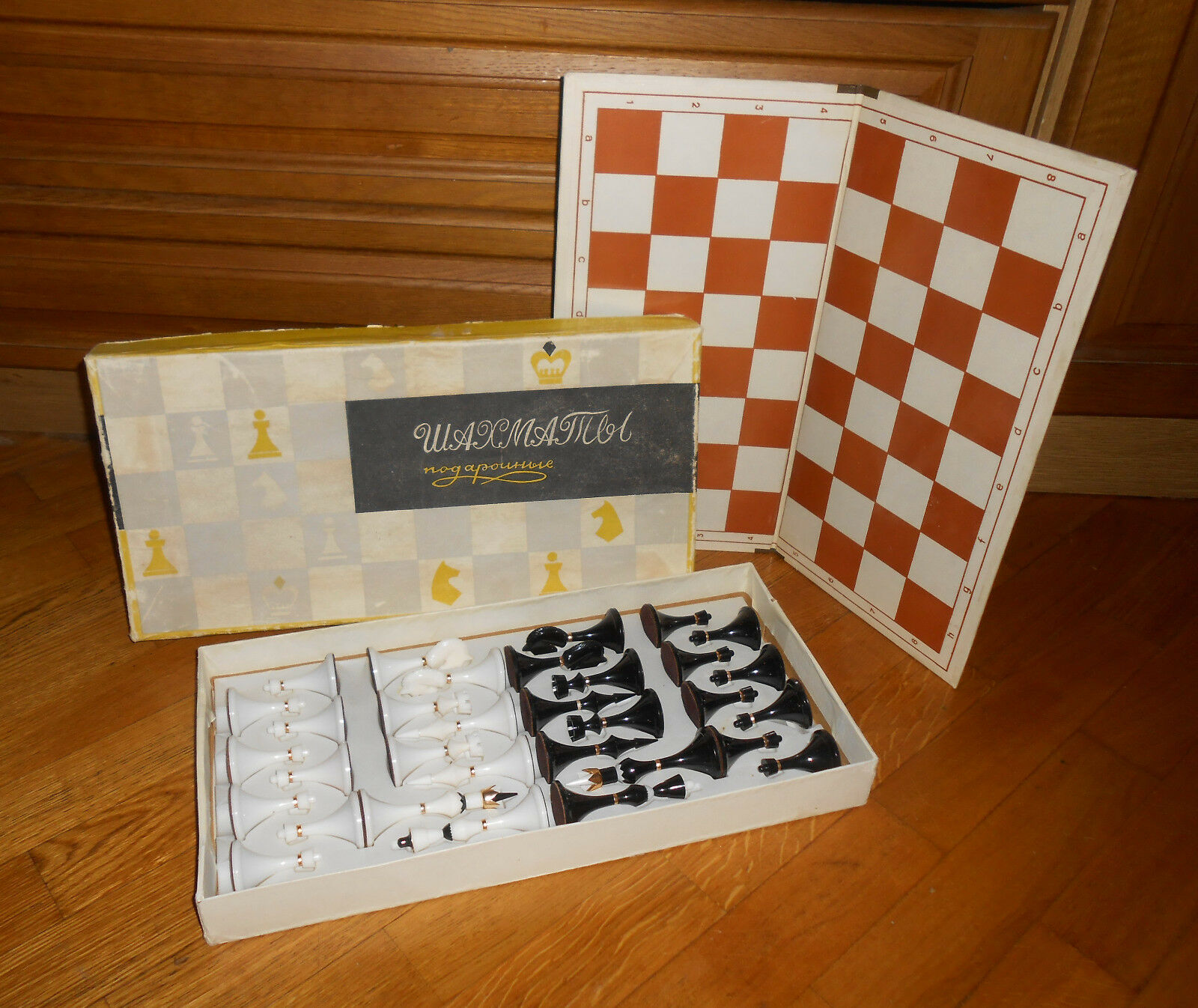 RARE Russian original vintage Soviet USSR plastic chess set and board with box