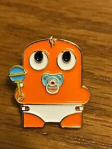 Baby-peccy-Amazon-Mitarbeiter-Pin