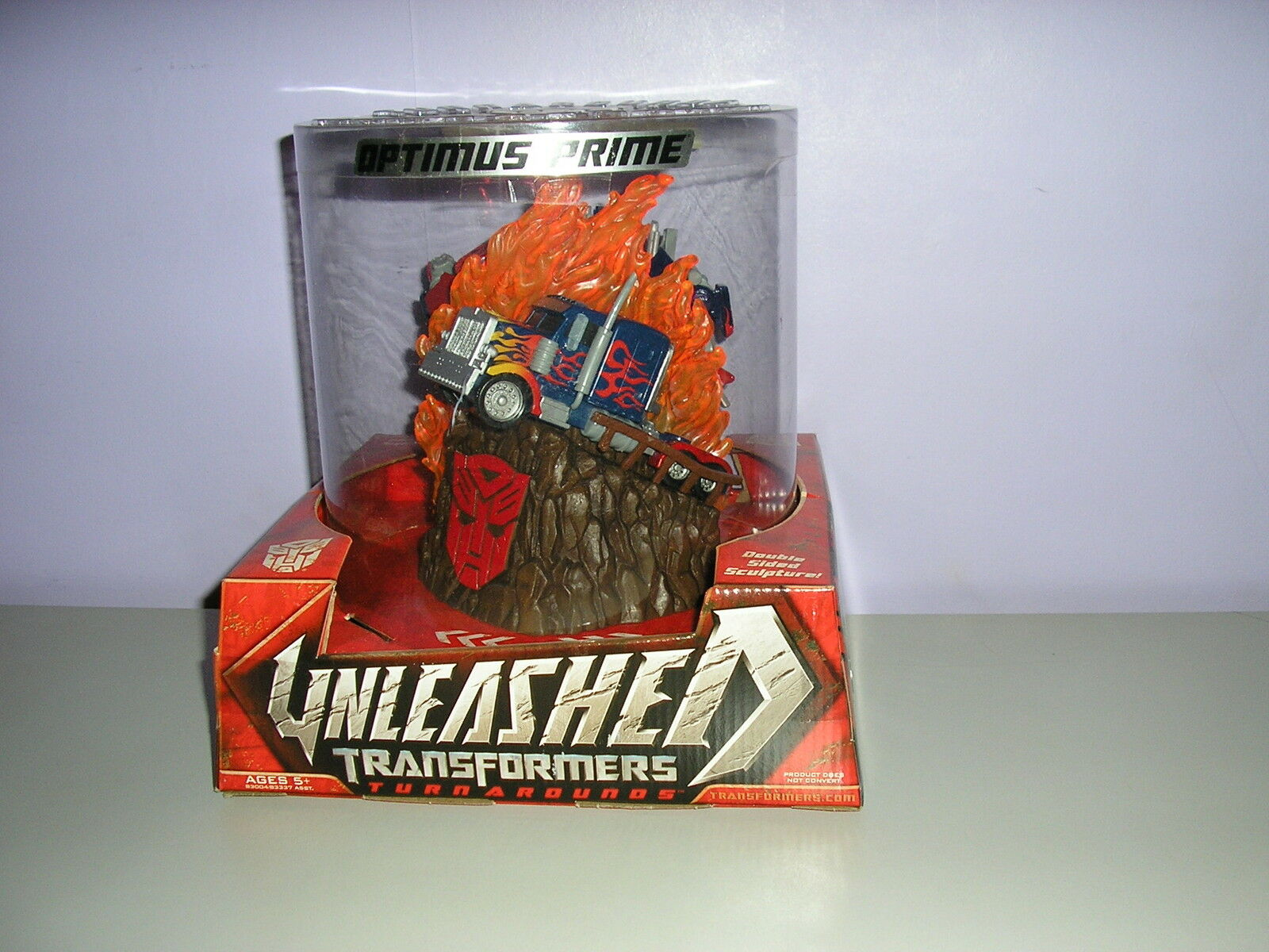 Die entfesselte optimus prime turnaround skulptur new in box