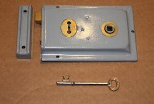 PERIOD-STYLE-STEEL-amp-BRASS-GREY-LATCH-AND-LOCK-ACE-432-7177