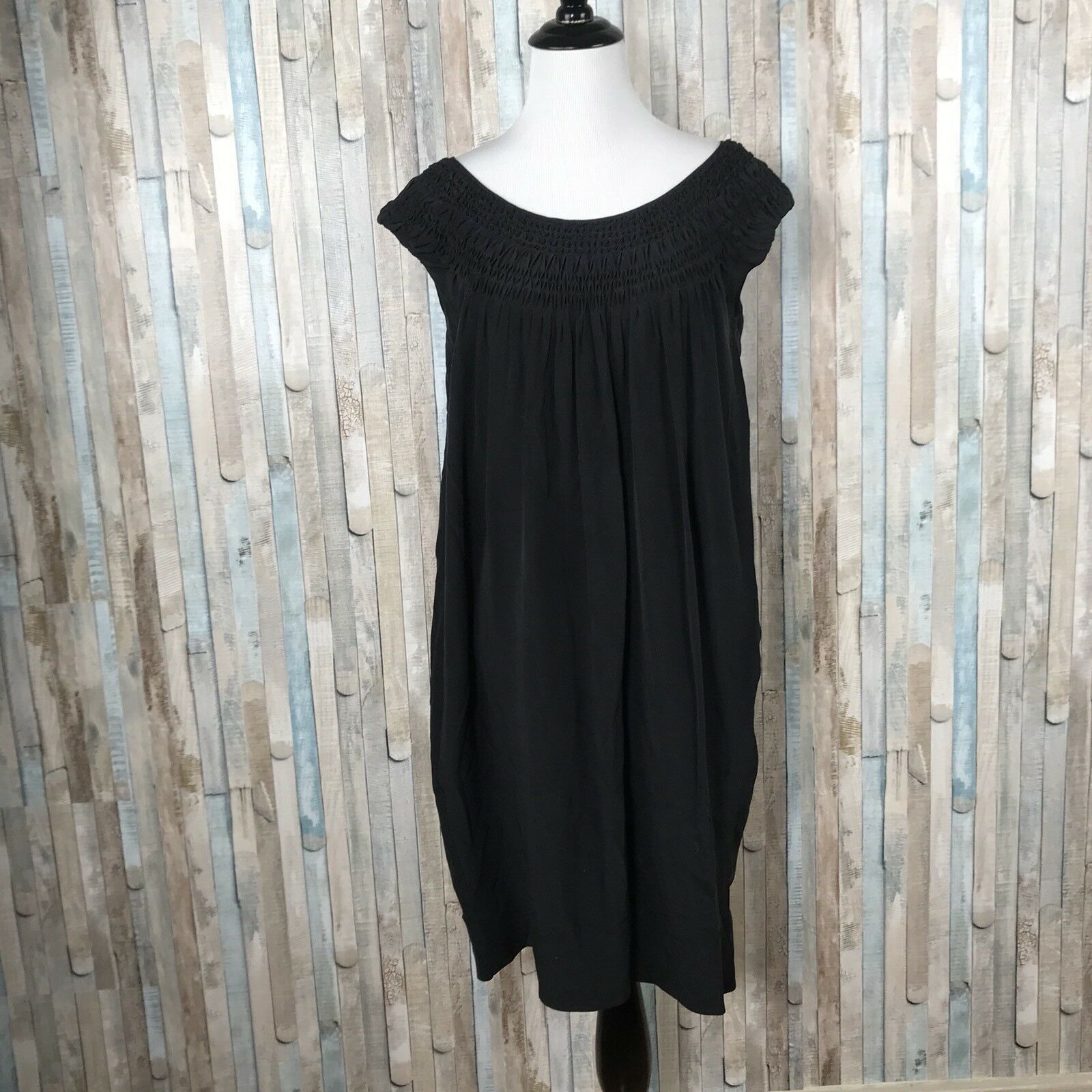 Vince sz XS schwarz Solid 100% Silk Smocked Boat Neck Shift Dress Career