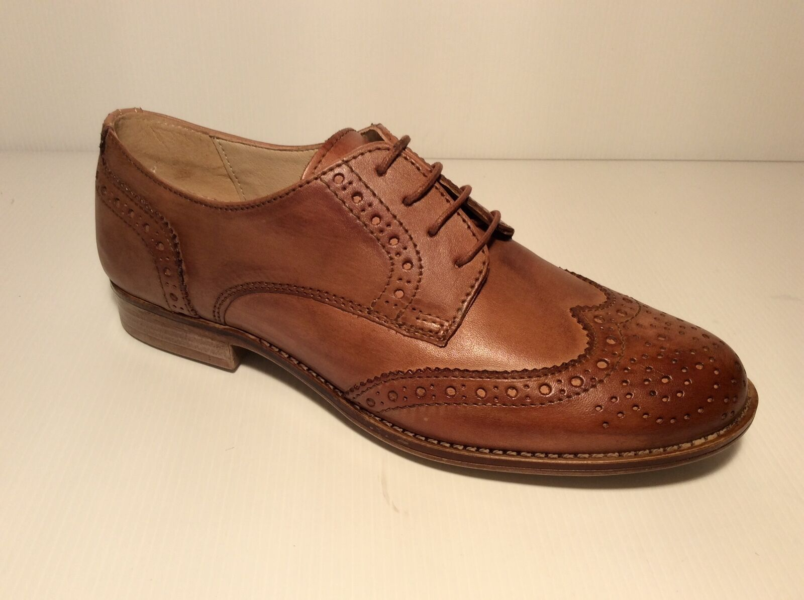 Chaussures pour femmes Richelieu Mode Cuir Véritable Ellen Blake 1111 Col Cognac