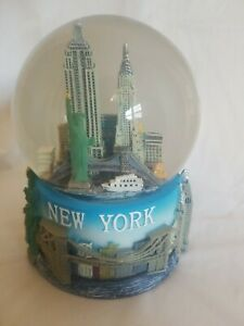 NYC-Musical-Snow-Globe-Souvenir