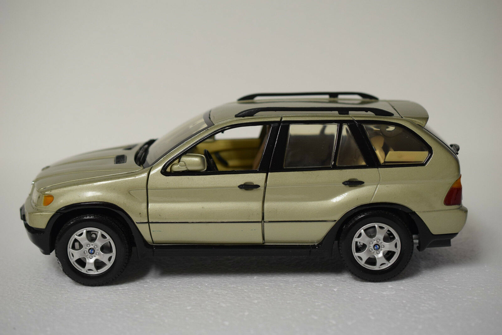 Motormax No. 73105 BMW X5-DIE CAST 1 18 Scale Model-Occasion-Sans Boîte